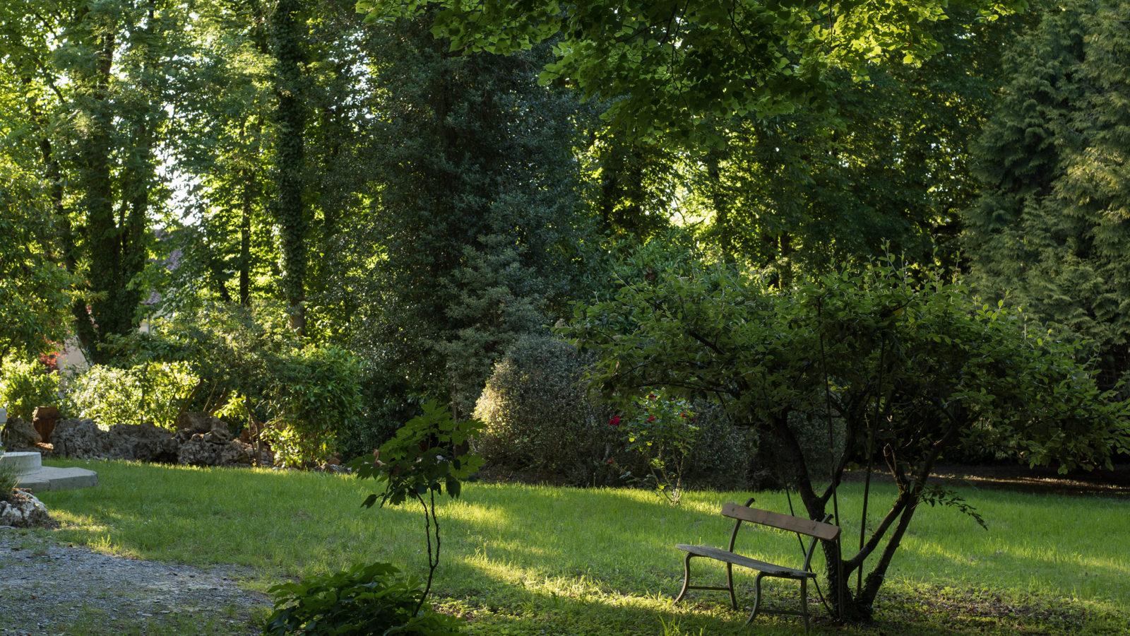 Le Castel à Lussac-les-Châteaux, nuits au château, le parc